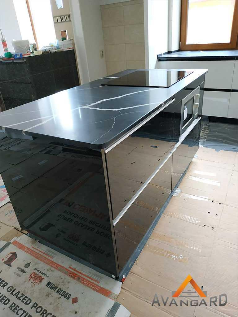 Отдельная рабочая поверхность на кухне