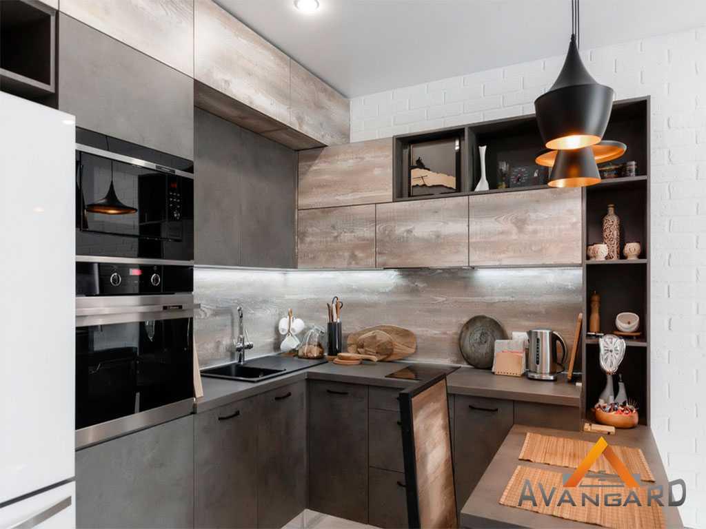 кухня с полочками под статуетки