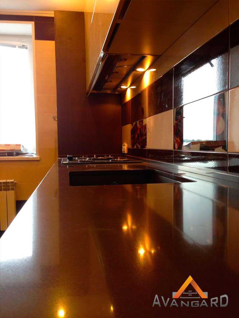 Кухня с большим рабочим местом