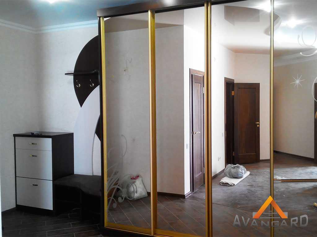 Большой шкаф купе с зеркалом
