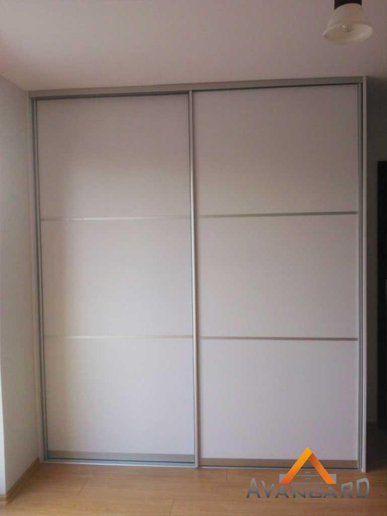 шкаф до потолока